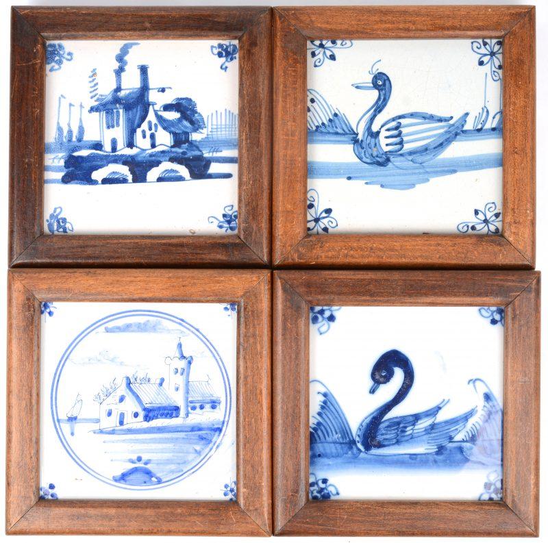 Vier ingelijste Delftse aardewerken tegels met blauwe en witte decors van zeilboten en andere.