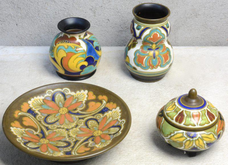 Een schotel op voet, een bonbonnière en twee vaasjes van meerkleurig plateel met 'Princess'-glazuur. Onderaan gemerkt.
