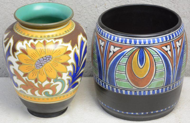 Twee vazen van meerkleurig aardewerk, versierd met decors 'Dorian' & 'Dahlia'. Onderaan gemerkt.
