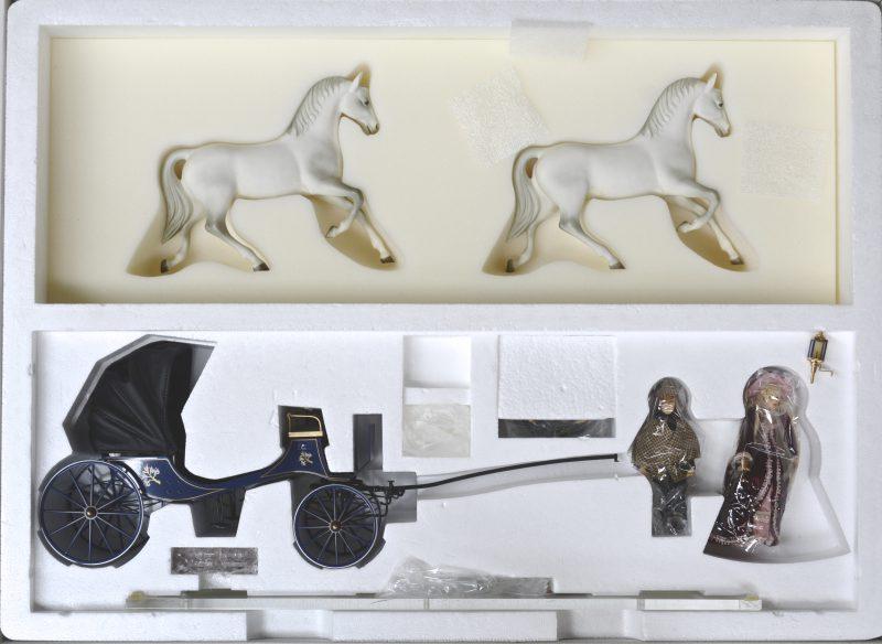 """""""High society paardenkoets, getrokken door twee paarden anno 1908"""". Compleet en originele doos."""