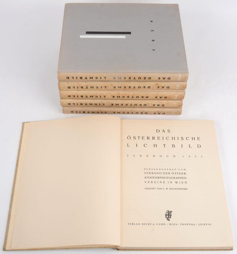 """Een lot van zes jaarboeken:- """"Das Ostreiches Lichtbild. 1933.- """"Das Deutsche Lichtbild"""". 1934 t.e.m. 1938."""