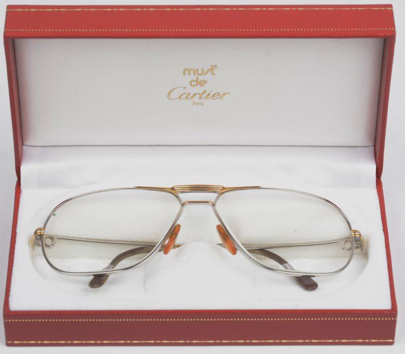 Een vintage leesbril in origineel etui. Gemerkt en gedateerd 1988. 62 14. Met certificaat.