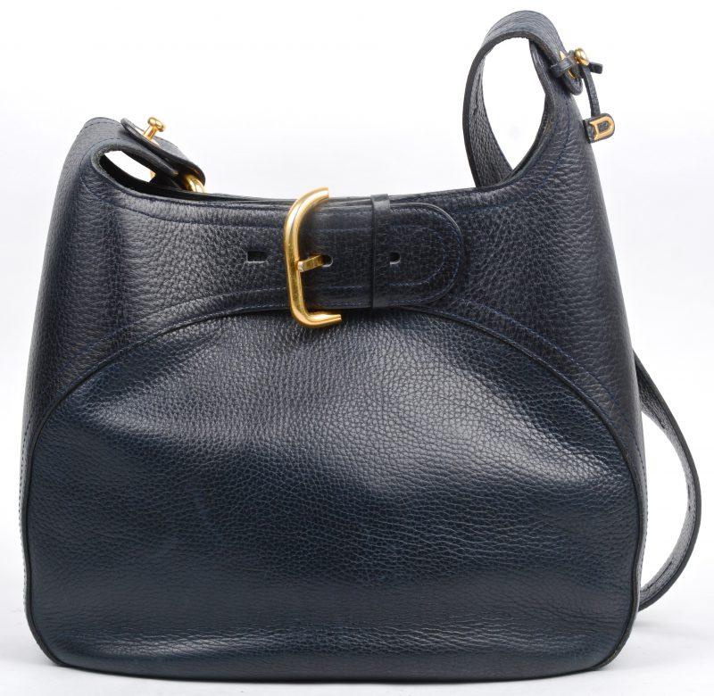 Een handtas van donkerblauw leder. Model 'Souverain'. In draagtas.