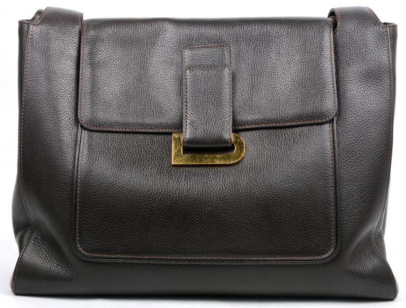 Een handtas van donkerbruin leder. In draagtas.