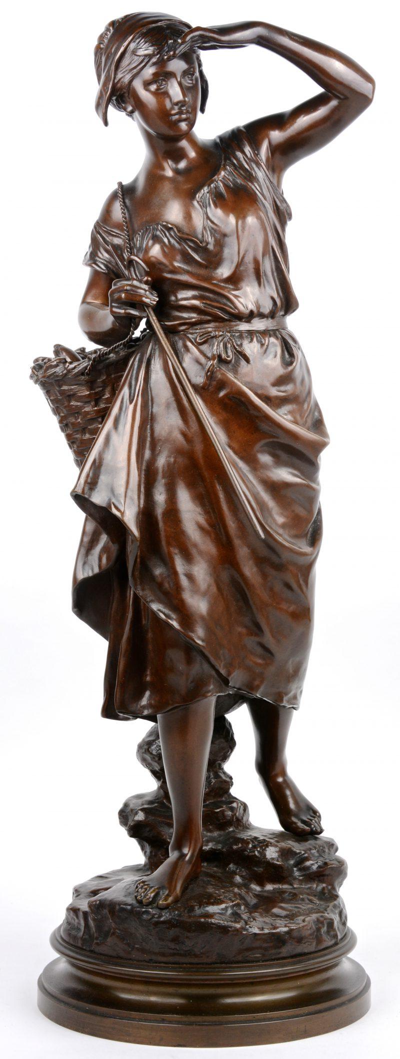 """""""Pêcheuse"""". Een beeld van donkergepatineerd brons. Gesigneerd."""