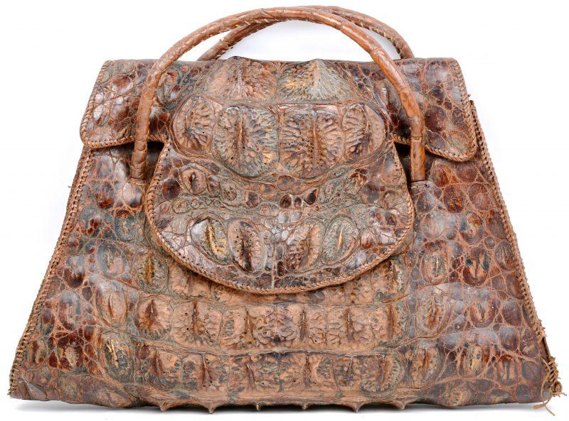 Een antieke krokodillenlederen handtas.