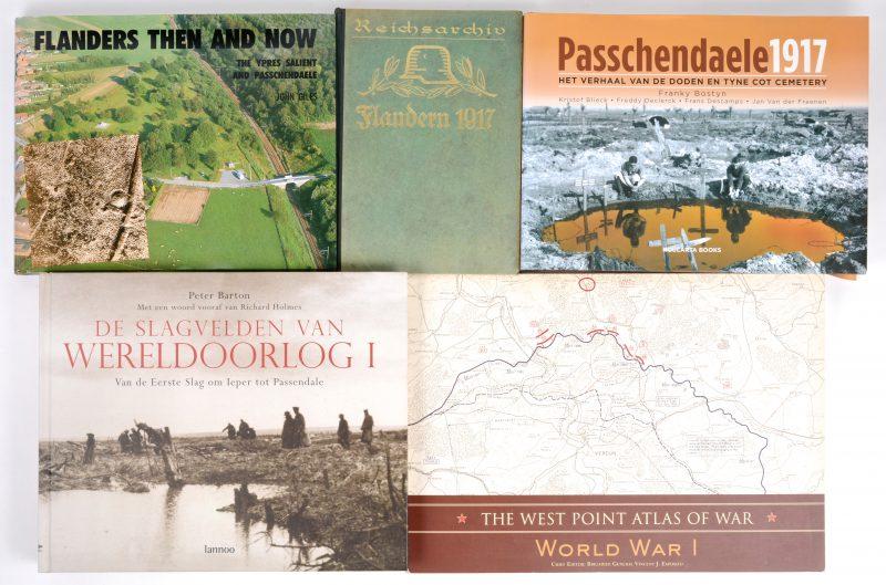 """Een lot boeken met betrekking tot de Eerste Wereldoorlog:-""""Flandern 1917"""". Ed. Didenburg. Berlijn, 1928.- """"Passchendaele 1917"""".- """"Flanders then and now"""".- """"De Slagvelden van Wereldoorlog I"""".- The West Point Atlas of War""""."""