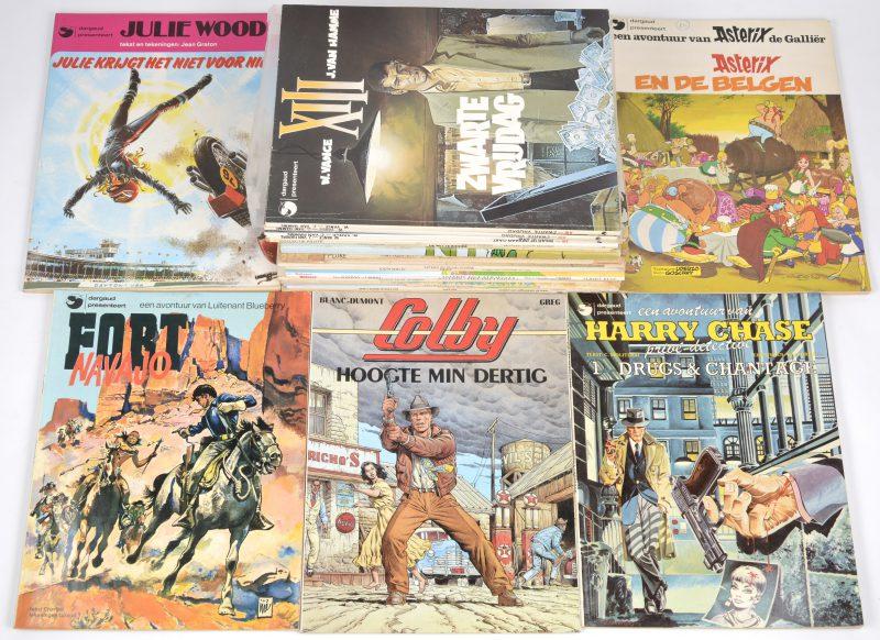 Een lot van 25 strips van uitgeverij Dargaud, bestaande uit 12 strips van 'Asterix', 4 albums van 'XIII', 4 albums van 'Lucky Luke' en 5 andere.