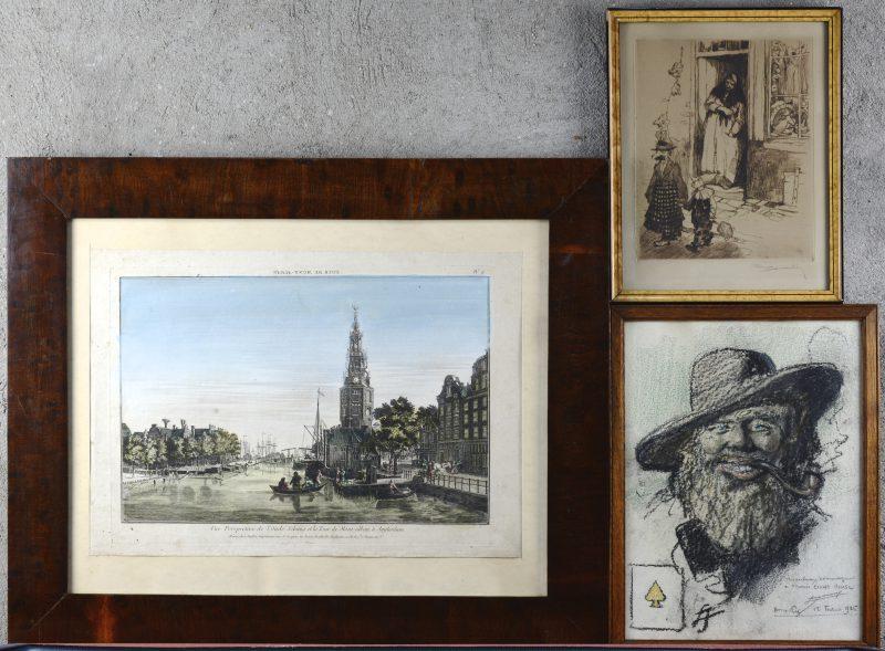 Drie ingekaderde werken, bestaande uit een ets van Romeo Dumoulin, een pasteltekening van een pijproker en een ingekleurde oude gravure met een zicht op amsterdam in mahoniehouten kader.