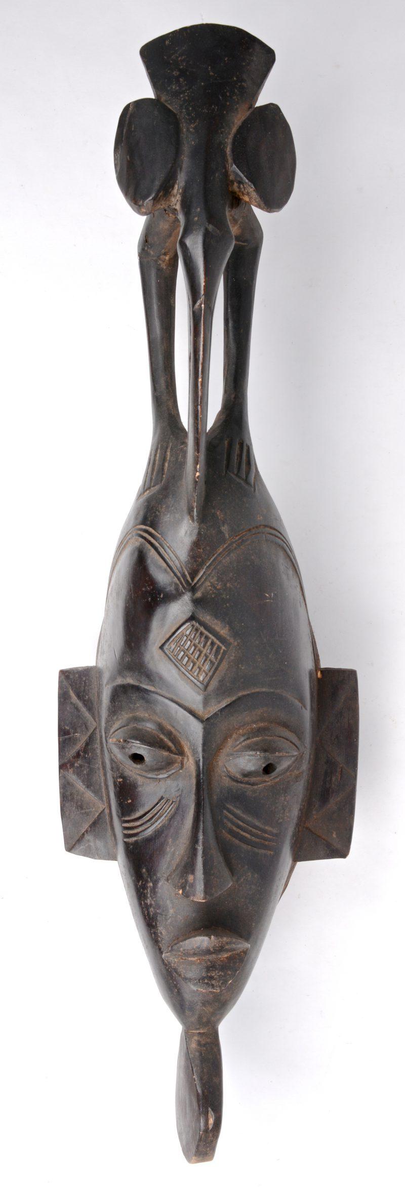 Een gebeeldhouwd houten masker. Baoulé, Ivoorkust.