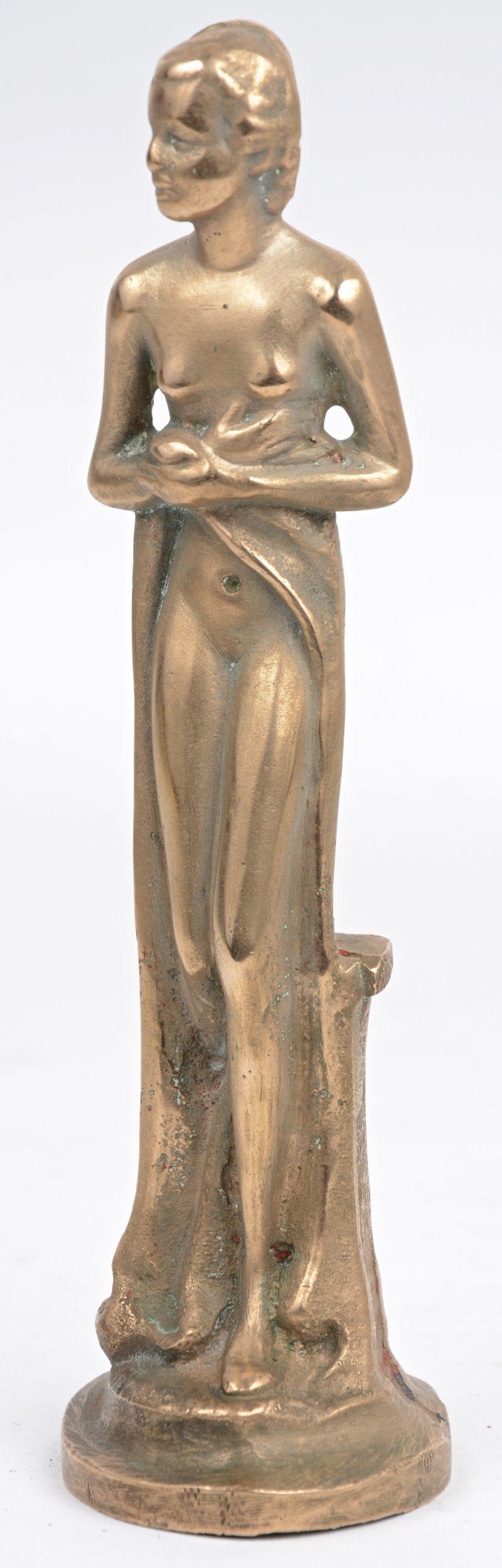 """""""Staand naakt"""". Een bronzen beeldje."""