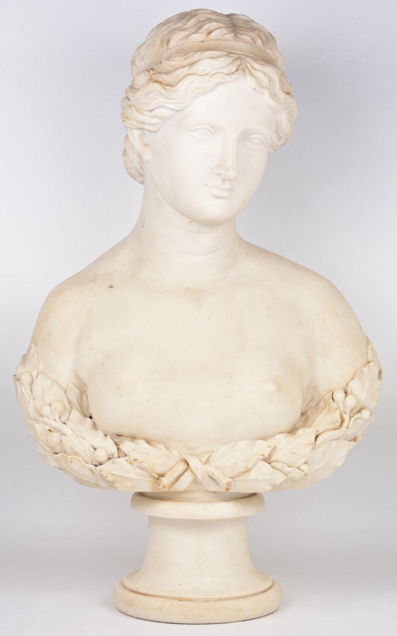Een vrouwenbuste van wit composiet.