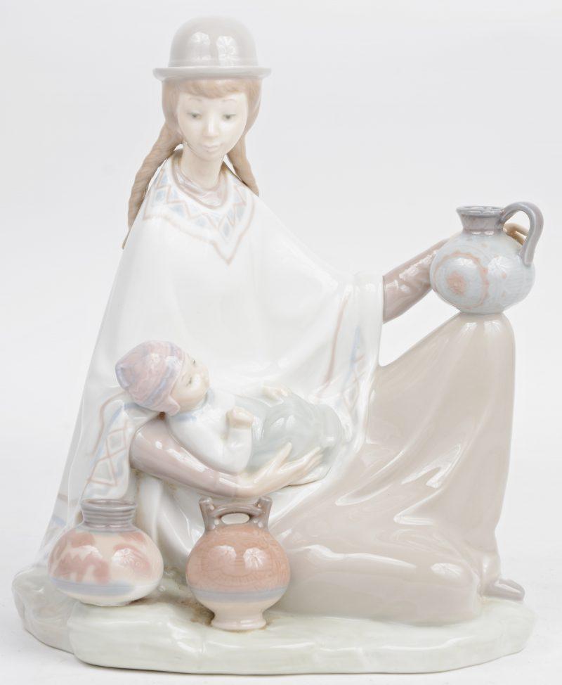 """Boliviaanse moeder en kind"". Porselein groepje. Onderaan gemerkt."