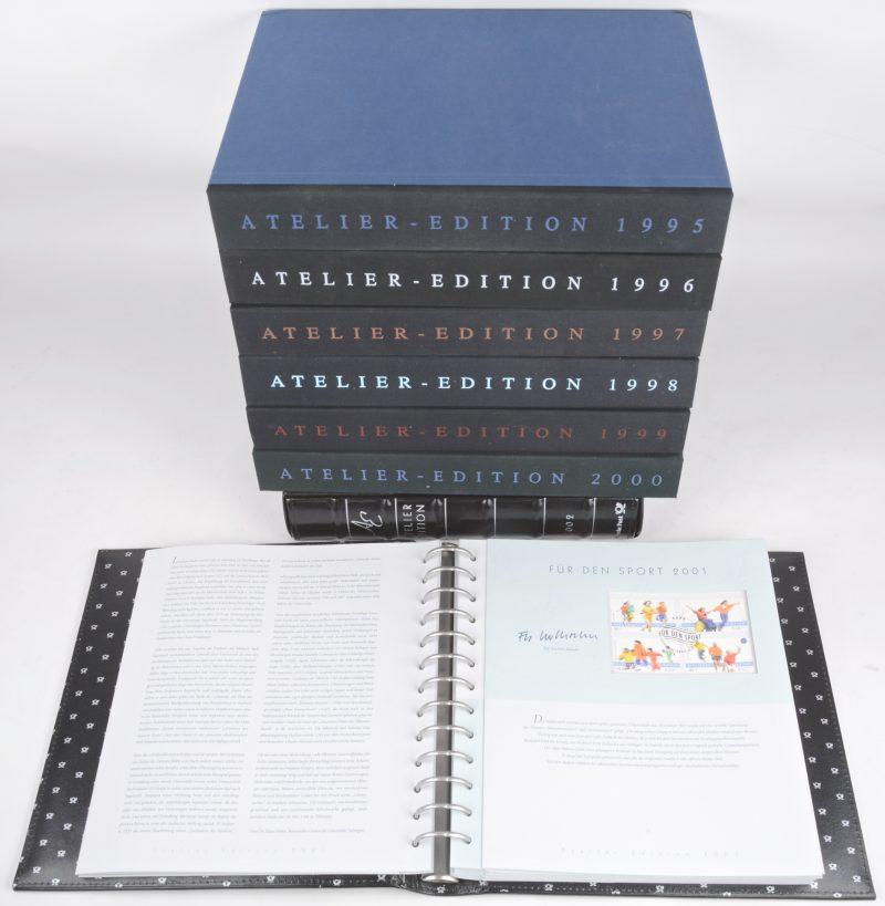 8 luxe-albums/cassettes met Duitse postzegels met eerste-dag-stempels, telkens met verklarende folder en afbeelding van diverse andere ontwerpen. 1995-2002.