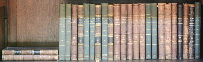 """""""Bulletin du Musée de l'Industrie"""". Diverse Ed. Tussen 1853 en 1876. Delen 23 - 27, 29 - 31, 33, 41 - 42, 45 - 47, 49 - 51, 55 - 56, 58, 60, 62, 64, 67, 69 of 25 volumes. Met vouwplaten, in-8°, goede staat, mooi ingebonden, sommige met lederen ruggen."""