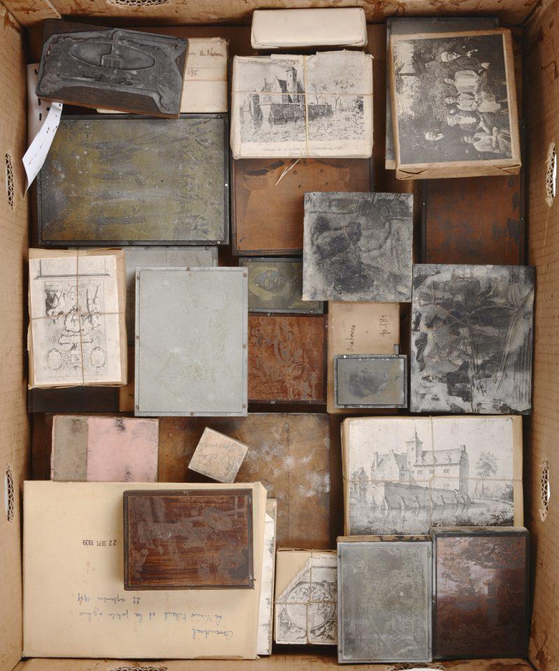 Een gevarieerd lot XIXe eeuwse drukblokken voor postkaarten.