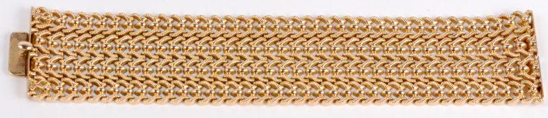 Een 18 karaats geel gouden geweven vijf rijen schakelarmband.