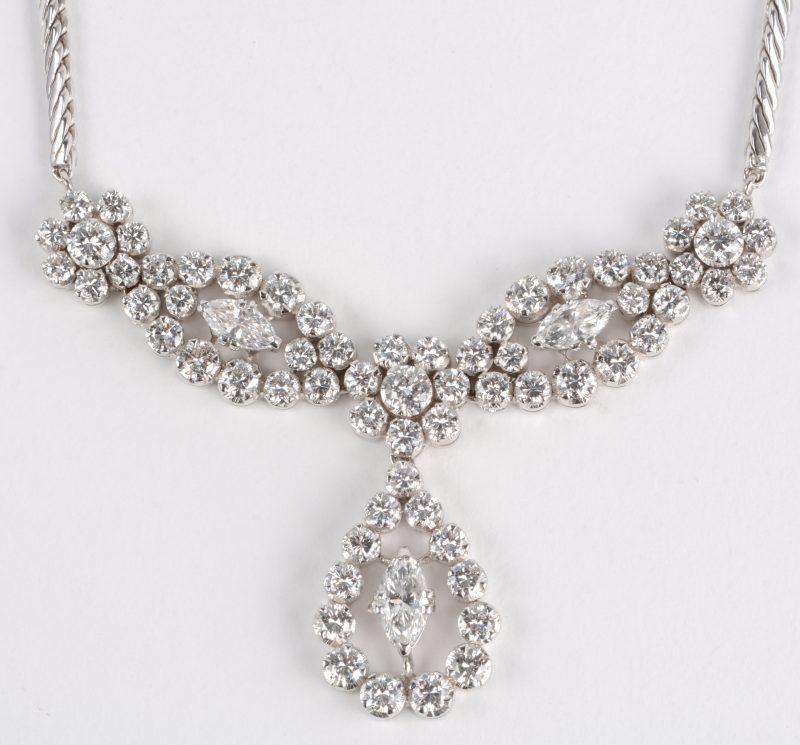 Een 18 karaats wit gouden halssnoer bezet met diamanten en markiezen met een gezamenlijk gewicht van ± 3,45 ct.