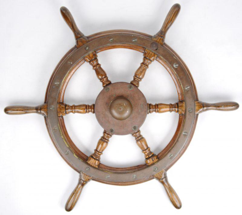 Een oud scheepsroer.