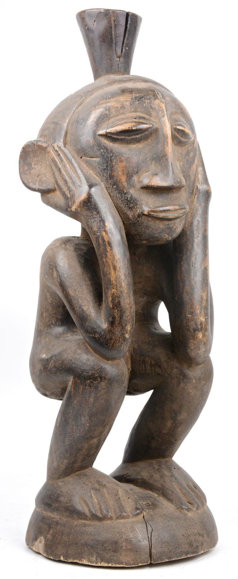 Een gesculpteerd houten voorouderbeeld. Fang, Gabon.