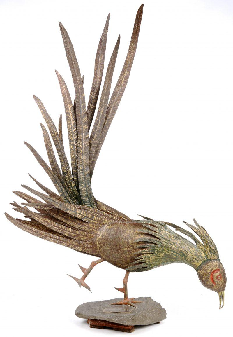 Een fazant van deels gepolychromeerd messing. Gesigneerd.