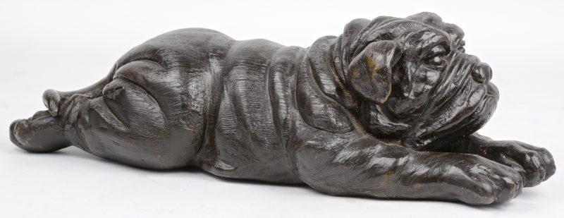 Een liggende Franse Bulldog van brons.