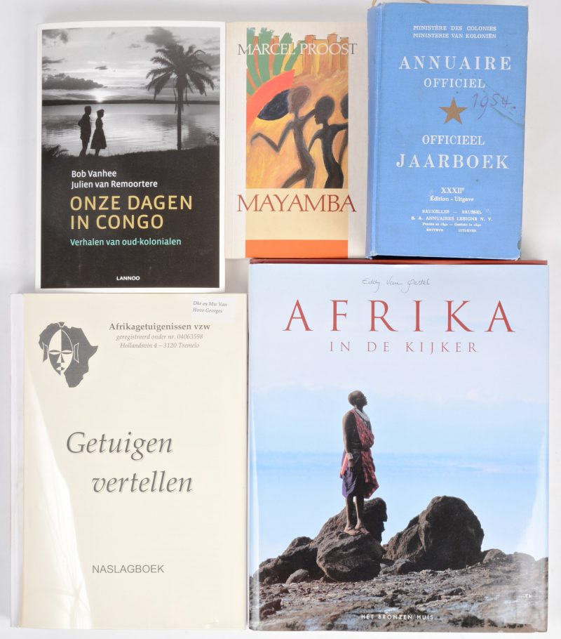Een partij boeken, naslagwerken en documenten met betrekking tot Belgisch Congo.