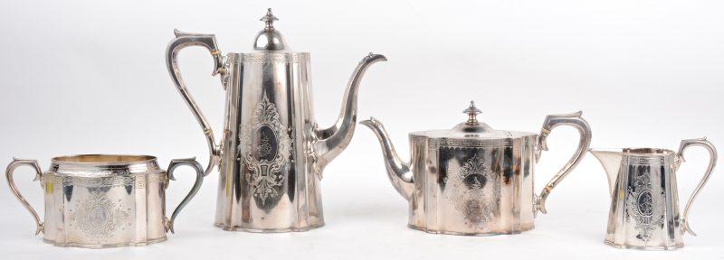 Koffie en theeservies van verzilverd metaal. 4-delig. Engels werk, tijdperk Edward VII.