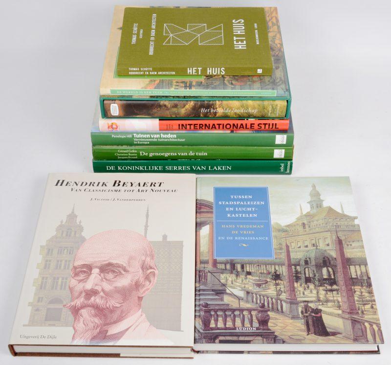 Een lot van 9 boeken met betrekking tot architectuur en tuinarchitectuur.