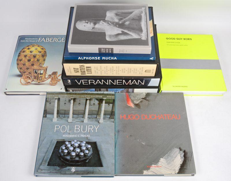 """Een lot van 9 kunstboeken:- """"Sint Martens Latem"""".- """"Veranneman"""".- """"Het glas in België"""".- """"Pol Bury"""".- enz."""