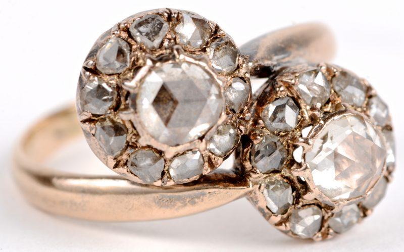 Een 18 geel gouden ring bezet met diamanten oude slijp met een gezamenlijk gewicht van ± 1,20 ct.