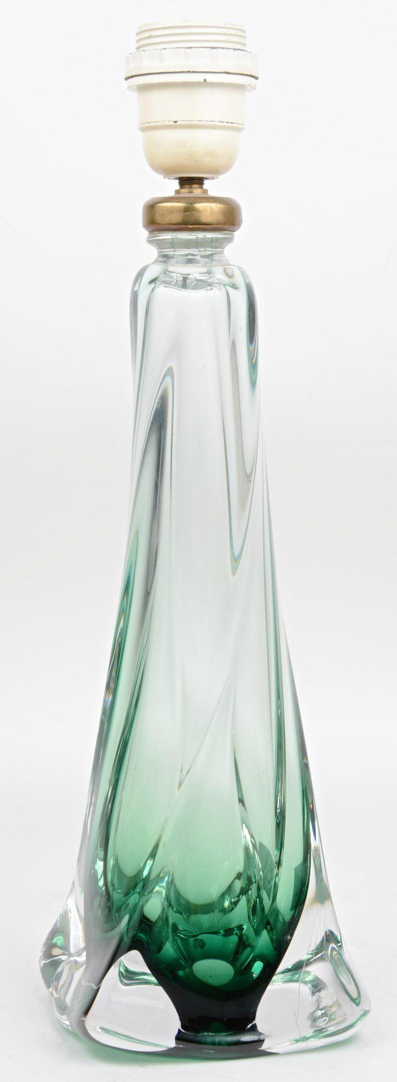 Een lampvoet van groen kristal. Gemerkt.