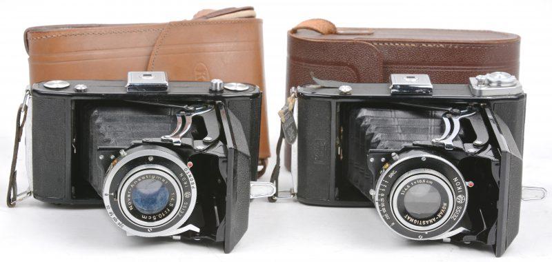 Twee oude fotocamera's. Kodak & Zeiss.