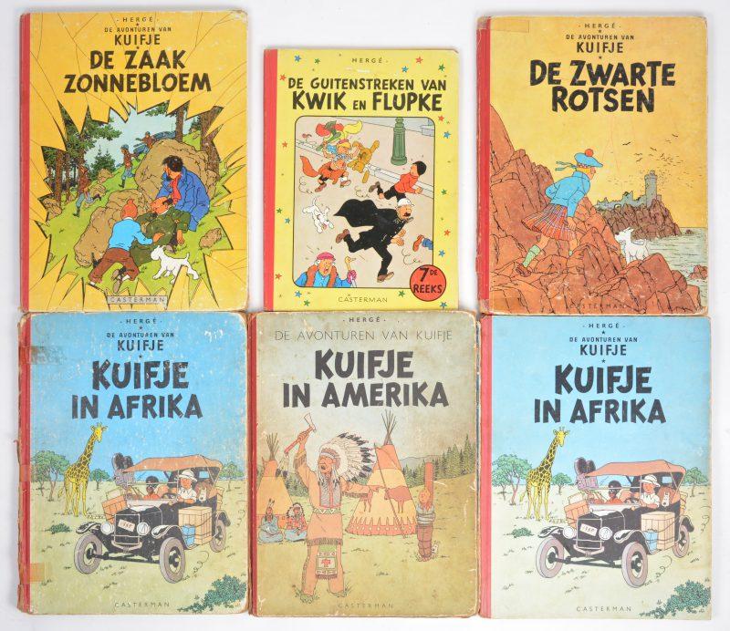 """Een lot van zes albums van Hergé, bestaande uit een album van Kwik en Flupke en vijf albums van Kuifje, waarbij """"De zaak Zonnebloem in eerste uitgave, 1956."""