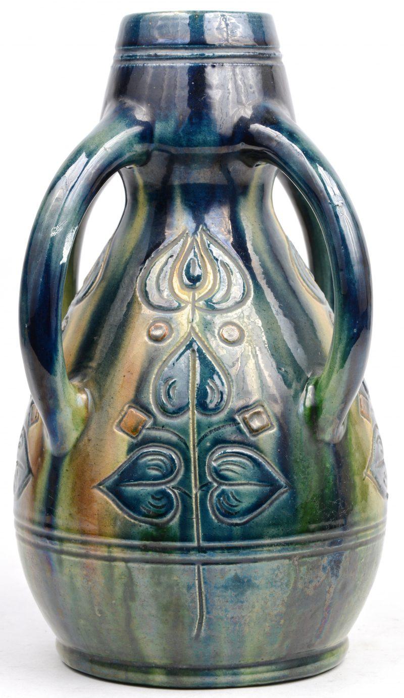 Vaas met vier oren van Vlaams aardewerk. Gemerkt Made in België.