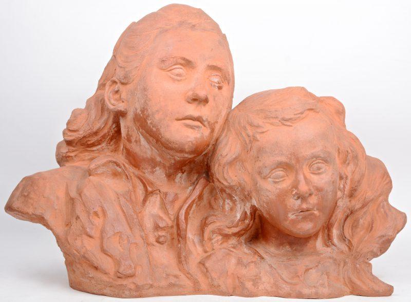 """""""Christa & Frieda"""". Een beeldengroep van terracotta. Gesigneerd."""
