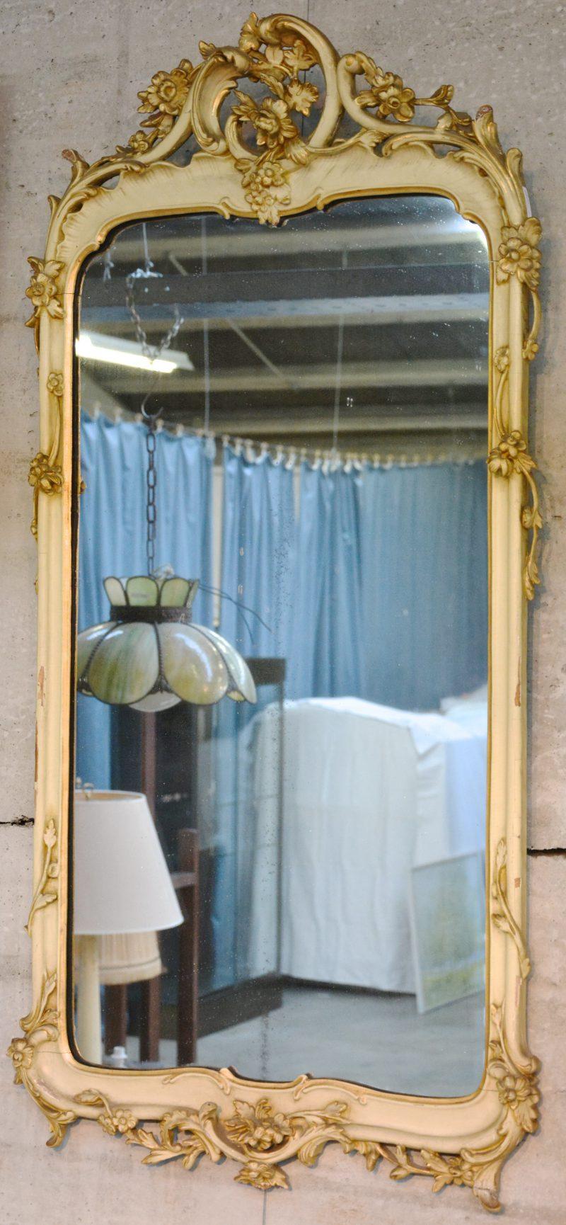 Barokke spiegel, deels gebeitst.