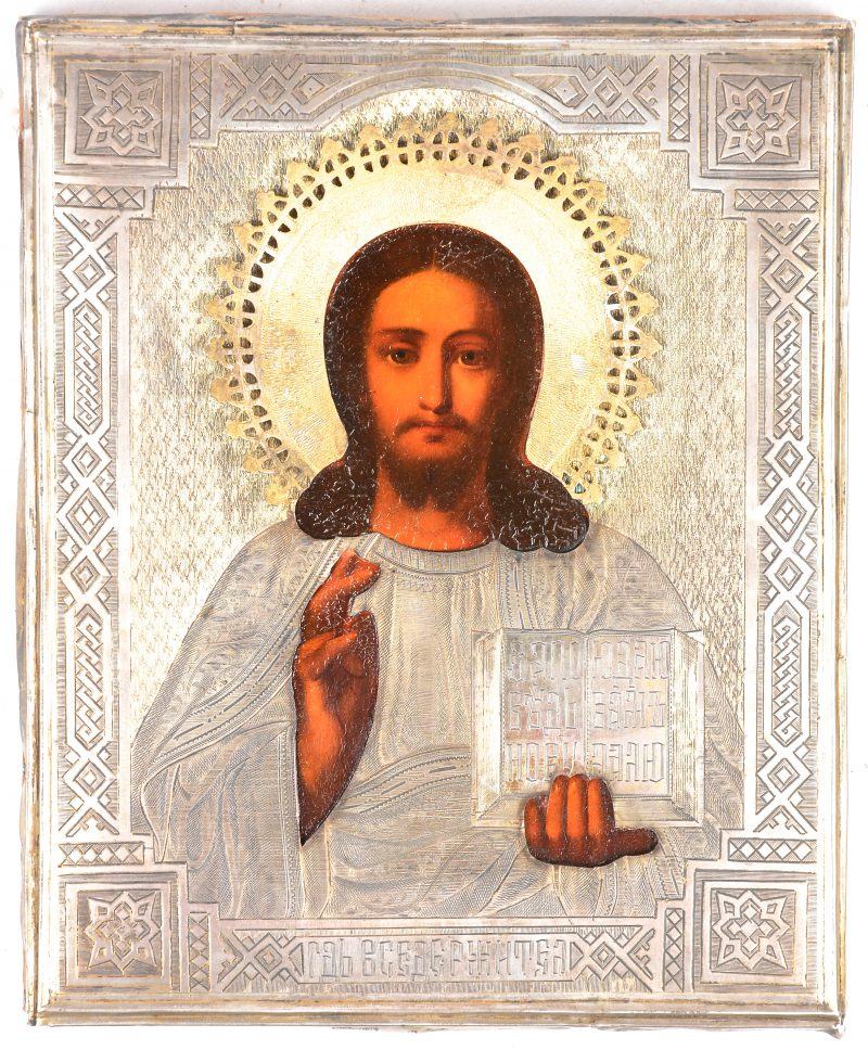 """""""Christus Pantokrator"""". Een Russische icoon met gedreven zilveren riza. Gemerkt: 84 Zolotnik met makersmerk 'A.A.' en datum 1830."""