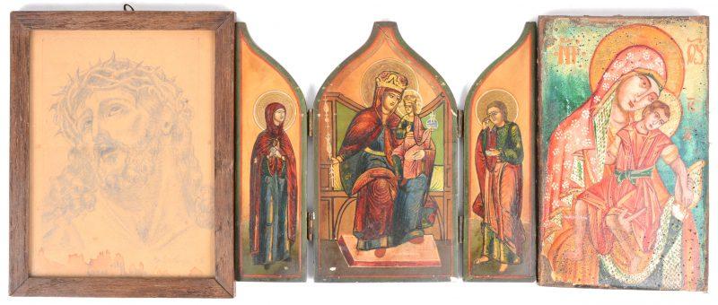 """Een recent triptiekje met de Madonna met kind en Heiligen, een Russische icoon en """"Ecce Homo"""", een potloodstudie uit 1925."""