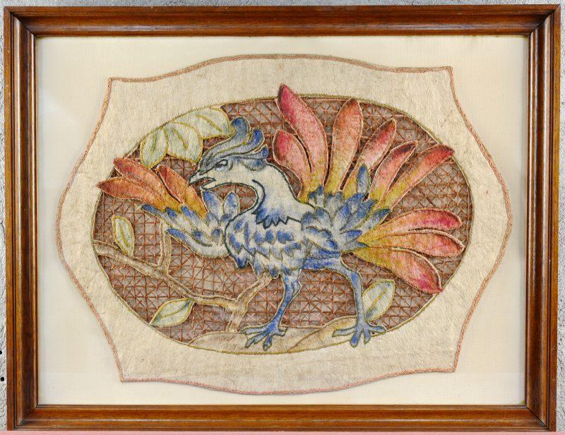 Een Congolees handwerk met een voorstelling van een haan.