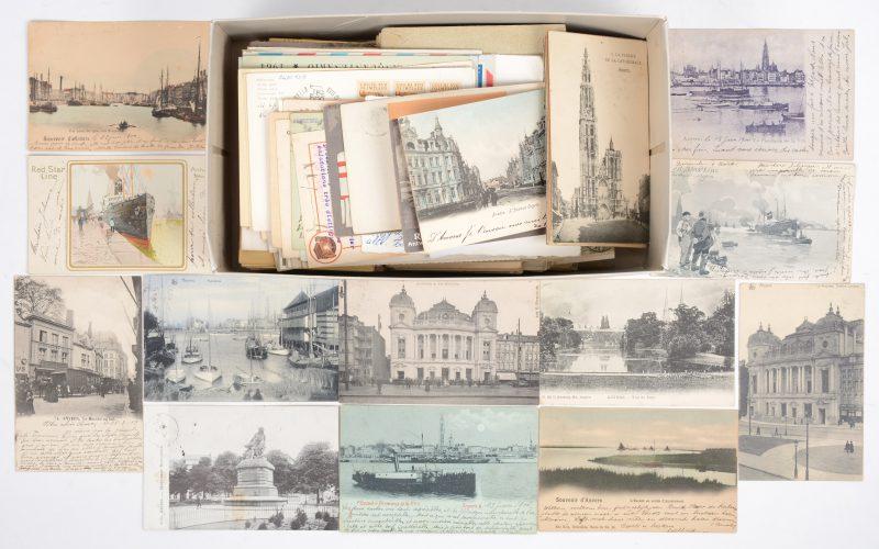 Een lot losse prentkaarten, postkaarten en gefrankeerde enveloppen. Einde XIXde, begin XXste eeuw. Daaronder een aantal kaarten van Antwerpen en publicitaire kaarten van de Red Star Line, tussen 1900 en 1907.