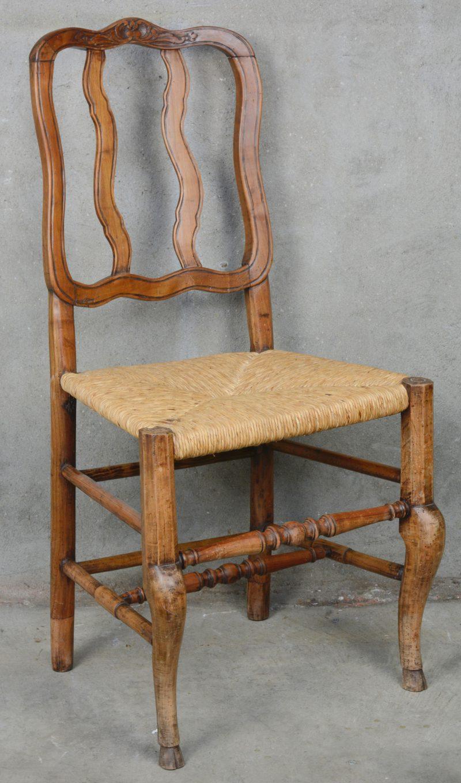 Een decoratief stoeltje met rieten zit. Regio Namen, omstreeks 1760.