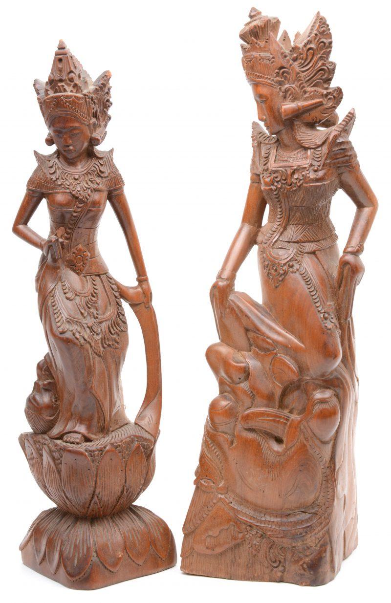 Twee gesculpteerde houten beeldjes. Thailand.