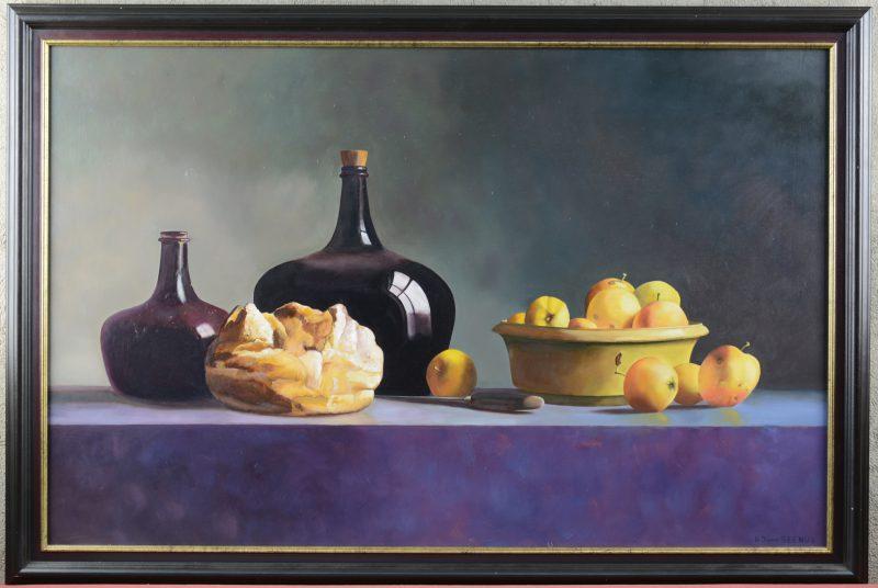 """""""Stilleven met flessen, brood en appelen"""". Olieverf op paneel. Gesigneerd."""