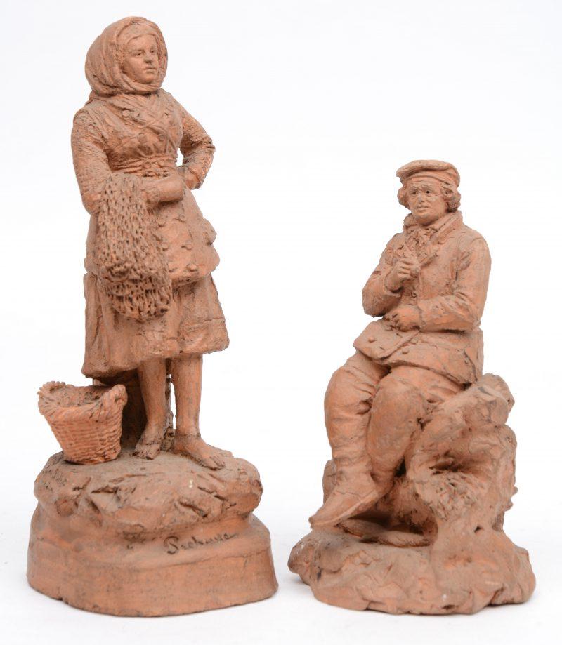 """""""Visserskoppel"""". Een paar XIXe eeuwse terracotta beeldjes. Gesigneerd."""