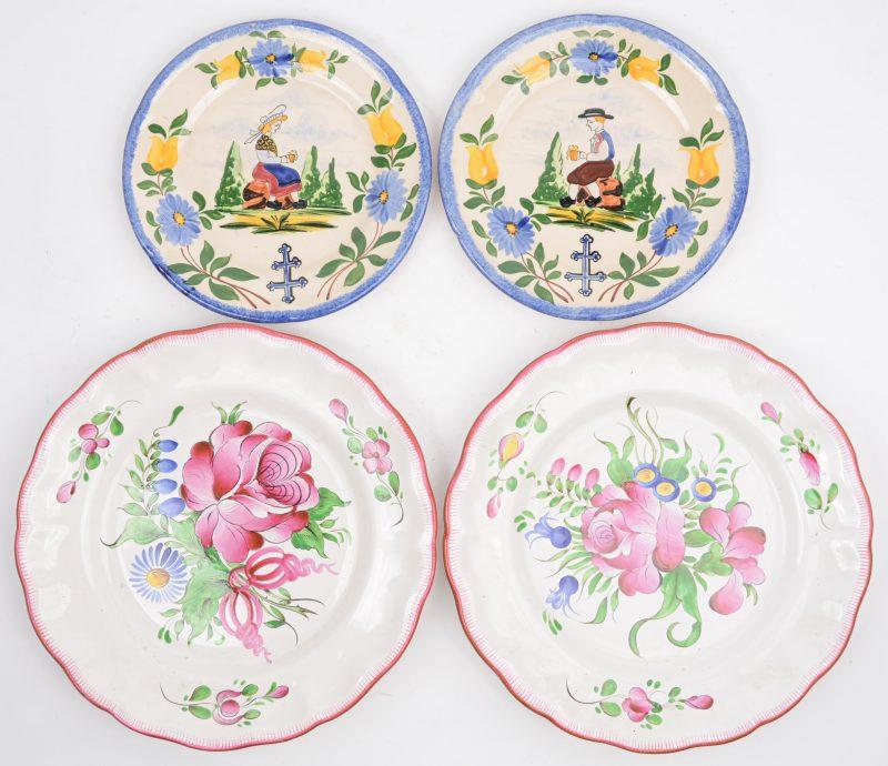 Twee paar borden van meerkleurig Frans aardewerken.