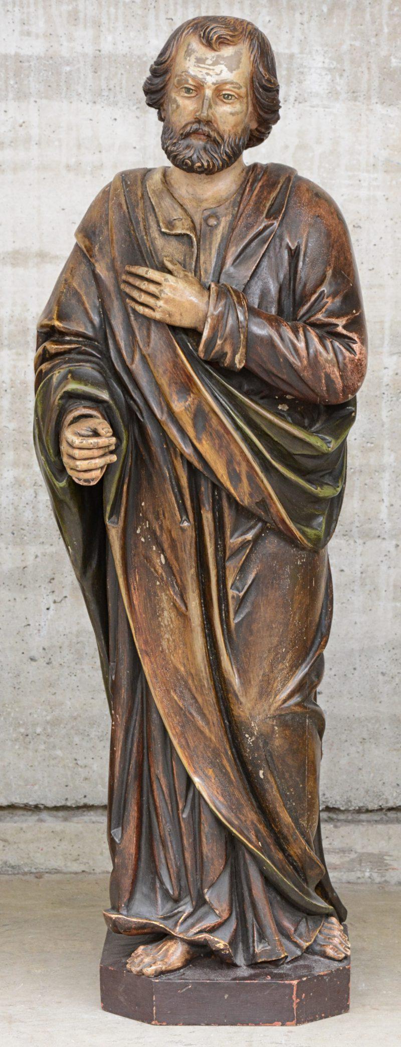 """""""Sint Jozef"""". Een gepatineerd houden kerkbeeld."""