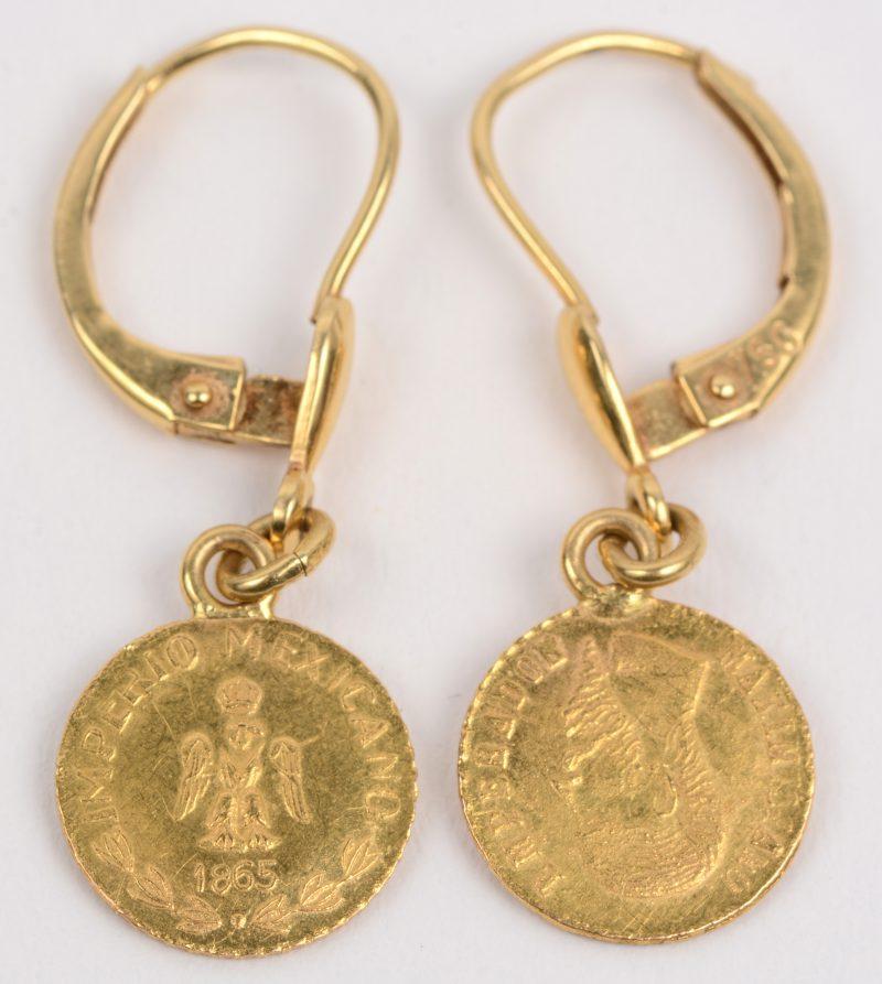 Een paar 18 karaats geel gouden oorbellen met munten. Mexicano 1865. 1 Peso.