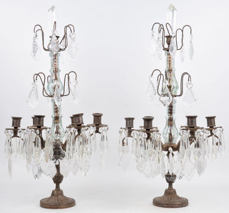 Een âar bronzen girandoles met zes lichtarmen en versierd met kristallen pendeloques.