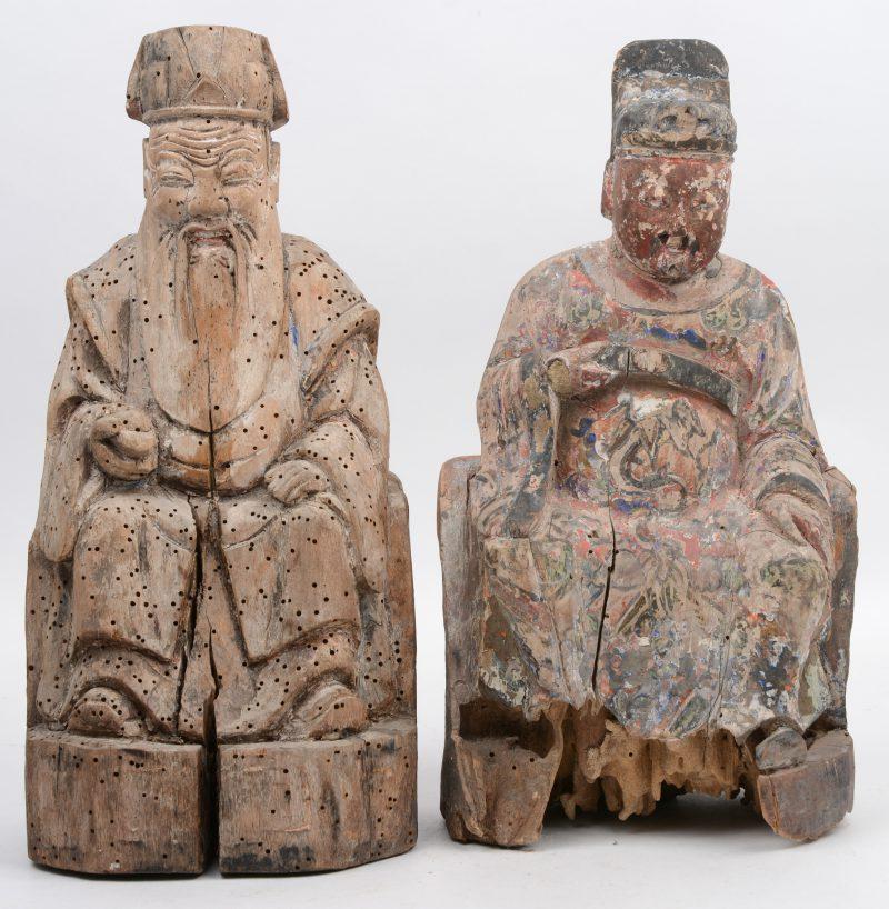 Een paar antieke Aziatiasche houten voorouderbeelden met wenscompartiment in de rug. Sporen van polychromie.